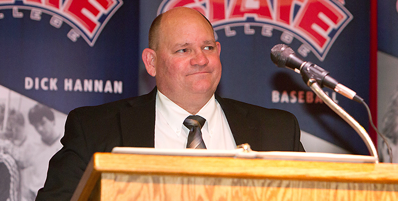 Miltenberger gives speech at 2013 LCSC Athletic Hall of Fame induction